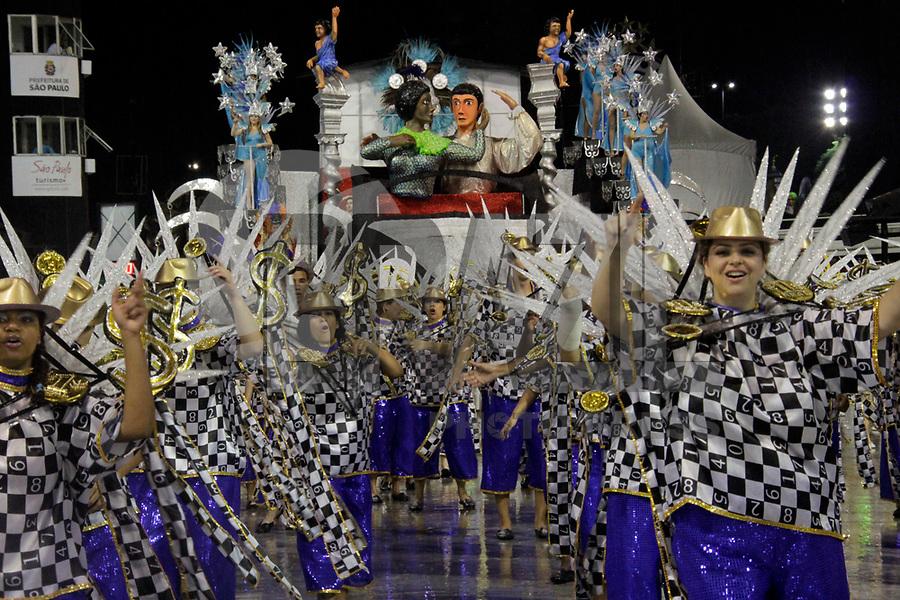 SÃO PAULO, SP, 07 DE MARÇO DE 2011 - CARNAVAL 2011 /UIRAPURU DA MOOCA - integrantes da Uirapuru da Mooca durante desfile da escola no Grupo de acesso de São Paulo, no Sambódromo do Anhembi, zona norte da capital paulista, na madrugada desta segunda. (07). (FOTO:ALE VIANNA / NEWS FREE)