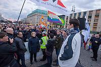 Anlaesslich der Eroeffnung der olympischen Winterspiele 2014 im russischen Sotschi versammelten sich Mitglieder von SPD, Linkspartei, B90/Gruene, FDP, CDU, Piraten und des Lesben- und Schwulenverband Deutschland (LSvD) am Freitag den 7. Februar 2014 vor dem Brandenburger Tor in Berlin-Mitte zu einer Kundgebung. Sie Protestierten gegen die homophobe Gesetzgebung in Russland, insbesondere den homophoben Artikel 6.13.1.<br />Vom Brandenburger Tor zogen die Kundgebungsteilnehmer zu einer Schweigeminute zum Zeitpunkt der Eroeffnungsfeierlichkeit in Sotschi vor die wenige hundert Meter entfernte Russische Botschaft.<br />Im Bild: Konstantik Sherstyuk von der schwul-lesbischen Organisation Quarteera. Einem Zusammenschluss von in Deutschland lebenden Russen.<br />7.2.2014, Berlin<br />Copyright: Christian-Ditsch.de<br />[Inhaltsveraendernde Manipulation des Fotos nur nach ausdruecklicher Genehmigung des Fotografen. Vereinbarungen ueber Abtretung von Persoenlichkeitsrechten/Model Release der abgebildeten Person/Personen liegen nicht vor. NO MODEL RELEASE! Don't publish without copyright Christian-Ditsch.de, Veroeffentlichung nur mit Fotografennennung, sowie gegen Honorar, MwSt. und Beleg. Konto:, I N G - D i B a, IBAN DE58500105175400192269, BIC INGDDEFFXXX, Kontakt: post@christian-ditsch.de<br />Urhebervermerk wird gemaess Paragraph 13 UHG verlangt.]