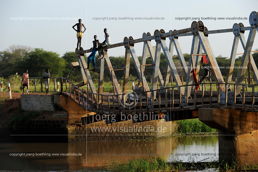 SOUTH SUDAN Lake States, road between Rumbek and Juba at Bamam bridge / SUED SUDAN Bahr el Ghazal Region , Lakes State, Bamam Bruecke, Strasse zwischen Rumbek und Juba