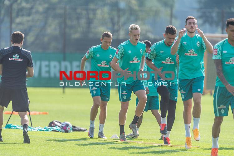 15.09.2020, Trainingsgelaende am wohninvest WESERSTADION - Platz 12, Bremen, GER, 1.FBL, Werder Bremen Training<br /> <br /> Aufwaermtraining<br /> <br /> <br /> Kevin Möhwald / Moehwald (Werder Bremen #06)<br /> Niklas Moisander (Werder Bremen #18 Kapitaen)<br /> Milos Veljkovic (Werder Bremen #13)<br /> Ludwig Augustinsson (Werder Bremen #05)<br /> Henrik Frach (Athletik-Trainer SV Werder Bremen )<br /> <br /> Foto © nordphoto / Kokenge