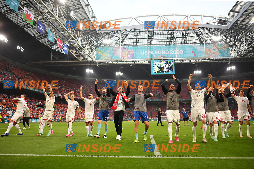 AMSTERDAM, NETHERLANDS - JUNE 26: Players of Denmark celebrate towards the fans after victory in the UEFA Euro 2020 Championship Round of 16 match between Wales and Denmark at Johan Cruijff Arena on June 26, 2021 in Amsterdam, Netherlands. (Photo by Lukas Schulze - UEFA/UEFA via Getty Images)<br /> Photo Uefa/Insidefoto ITA ONLY