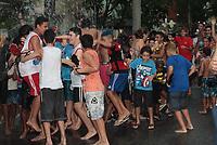 RIO DE JANEIRO, RJ. 03.03.2019-CARNAVAL-Bloco Vem Comigo Vila Kosmos da Zona Norte colocou um carro pipa para refrescar os foliões que estavam participando do evento no bairro, neste domingo (03). (Foto: Celso Barbosa/Codigo19)
