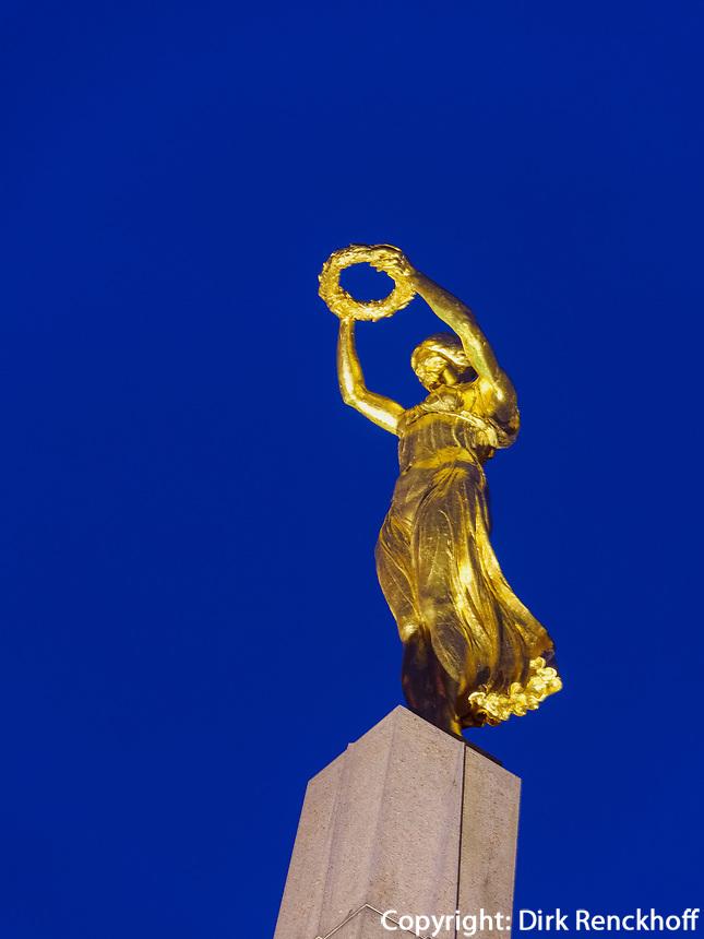 Mahnmal Gëlle Fra auf der Place de la Constitutio, Luxemburg-City, Luxemburg, Europa<br /> memorial Gëlle Fra at Place de la Constitutio, Luxembourg, Luxembourg City, Europe