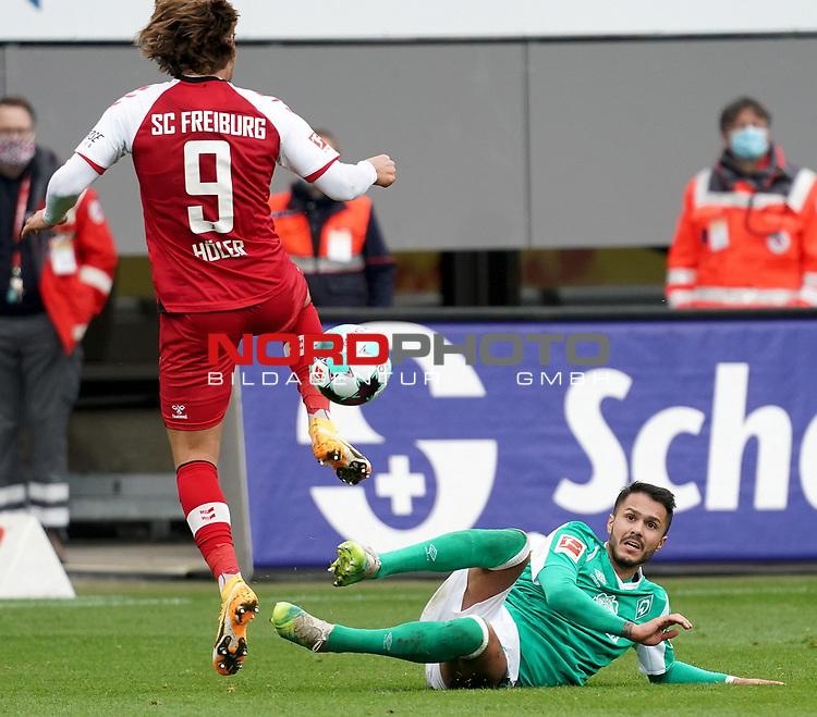17.10.2020, Schwarzwald Stadion, Freiburg, GER, 1.FBL, SC Freiburg vs SV Werder Bremen<br /><br />im Bild / picture shows<br />Lucas Höler (Freiburg), Leonardo Bittencourt (Bremen)<br /><br />Foto © nordphoto / Bratic<br /><br />DFL REGULATIONS PROHIBIT ANY USE OF PHOTOGRAPHS AS IMAGE SEQUENCES AND/OR QUASI-VIDEO.