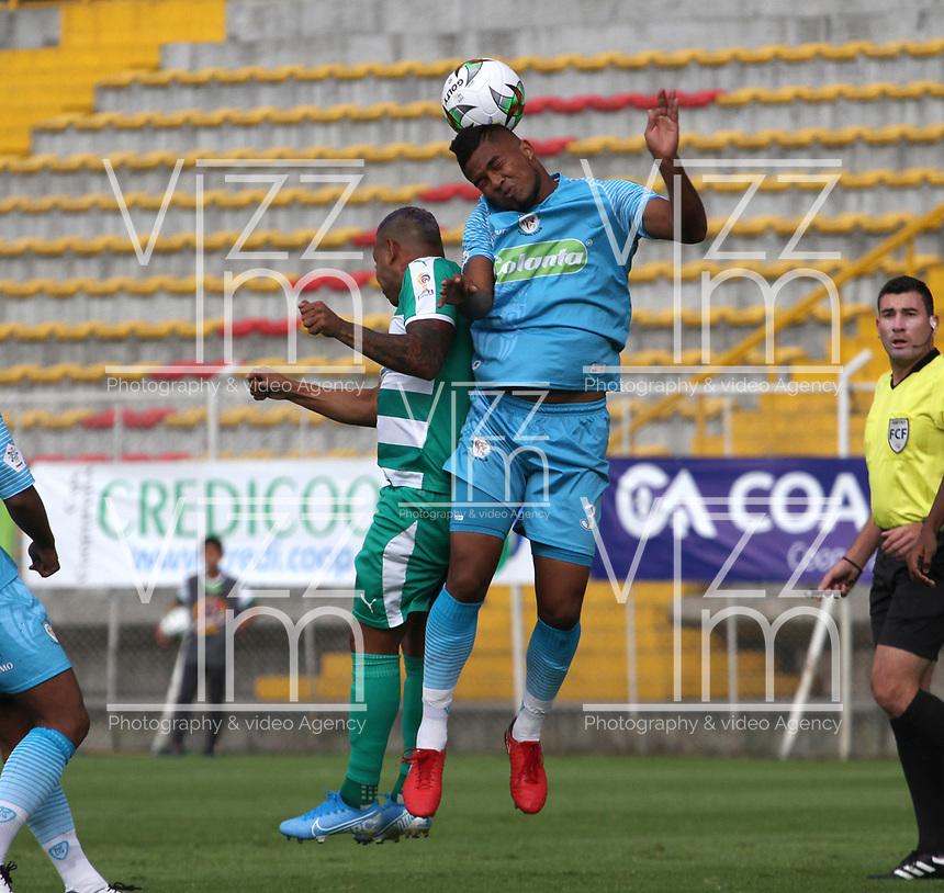 BOGOTÁ - COLOMBIA, 22-10-2019:Armando Vargas (Der.) jugador de La Equidad  disputa el balón con Leonardo Escorcia (Izq.) jugador de Jaguares de Córdoba durante partido por la fecha 19 de la Liga Águila II 2019 jugado en el estadio Metropolitano de Techo de la ciudad de Bogotá. /Armando Vargas (R) player of La Equidad fights the ball  against of Leonardo Escorcia(L) player of Jaguares de Cordoba  during the match for the date 19th of the Liga Aguila II 2019 played at the Metropolitano de Techo  stadium in Bogota city. Photo: VizzorImage / Felipe Caicedo / Staff.