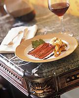 Europe/France/Aquitaine/33/Gironde/Pauillac: Filet de lièvre cacaoté et semoule de céleri et verre de vin rouge - Recette de Thierry Marx chef du restaurant du chateau Cordeillan-Bages