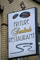 Europe/Belgique/Flandre/Flandre Occidentale/Ostende : Enseigne d'une friterie