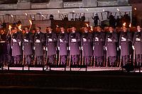 Mit einem Grossen Zapfenstreich vor dem Reichtagsgebaeude in Berlin wurden am Mittwoch den 13. Oktober 2021 die Soldatinnen und Soldaten der Bundeswehr fuer ihren Afghanistan-Einsatz gewuerdigt. Ende August wurde der Afghanistan-Einsatz deutscher Streitkraefte beendet. Der Grosse Zapfenstreich ist das hoechste Zeremoniell der Bundeswehr.<br /> 13.10.2021, Berlin<br /> Copyright: Christian-Ditsch.de