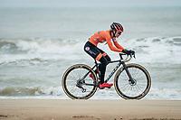 Denise Betsema (NED/Pauwels Sauzen-Bingoal) racing next to the seashore<br /> <br /> UCI 2021 Cyclocross World Championships - Ostend, Belgium<br /> <br /> Women's Race<br /> <br /> ©kramon