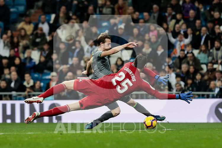 Real Madrid's Thibaut Courtois and Real Sociedad's David Zurutuza during La Liga match between Real Madrid and Real Sociedad at Santiago Bernabeu Stadium in Madrid, Spain. January 06, 2019. (ALTERPHOTOS/A. Perez Meca)<br />  (ALTERPHOTOS/A. Perez Meca)