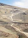 Irak 2000.A la frontière Irak-Iran, prés de Haj Omran, les chemins des contrebandiers.Iraq 2000.Smugglers' tracks on the Iranian border