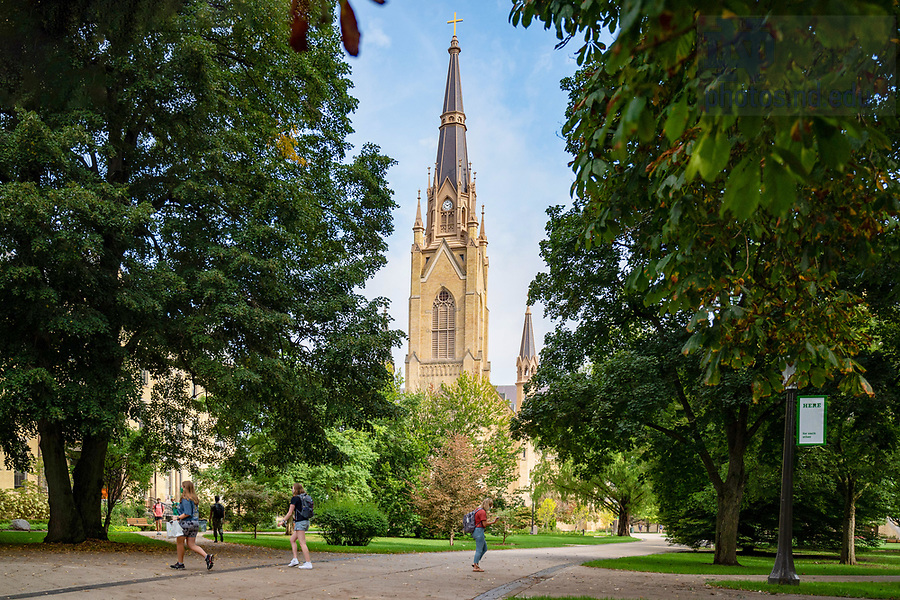 September 2, 2020; Students walk on Main Quad on the first day of resuming in-person classes after a brief pause. (Photo by Matt Cashore/University of Notre Dame)