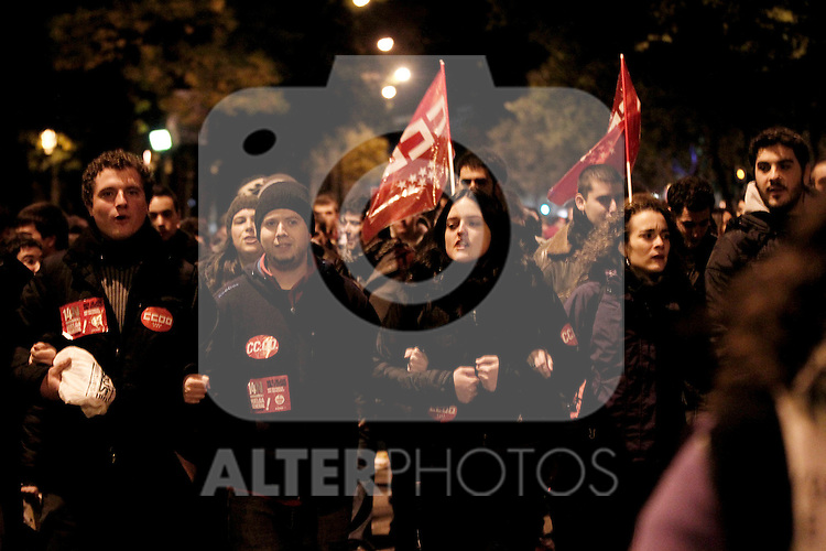 European General Strike.Protesters and trade unionists through the streets of Madrid in the early hours of the strike in Spain.November 14,2012. (ALTERPHOTOS/Carlos Rojo)