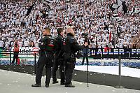 19.05.2018, Football DFB-Pokal Finale 2018, FC Bayern Muenchen - Eintracht Frankfurt, Olympiastadium in Berlin. Sondereinstzkommando Polizei  ueberwacht den Innenraum and Videokamera. *** Local Caption *** © pixathlon<br /> <br /> Contact: +49-40-22 63 02 60 , info@pixathlon.de