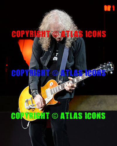 SUNRISE FL - NOVEMBER 04: Waddy Wachtel performs with Stevie Nicks at The BB&T Center on November 4, 2016 in Sunrise, Florida. Photo by Larry Marano © 2016
