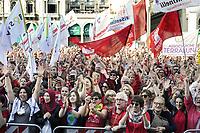 """- Milano, 30 settembre 2018, manifestazione delle """"magliette rosse"""", organizzata dall'ANPI (Associazione Nazionale dei Partigiani d'Italia) ed altri gruppi della Società Civile. 25mila in piazza del Duomo con la parola d'ordine """"Intolleranza zero"""" contro il fascismo montante e le politiche di sicurezza del governo e del ministro dell'interno Salvini.<br /> <br /> - Milan, 30 September 2018, """"Red T-shirt"""" demonstration, organized by ANPI (National Association of Italian Partisans) and other groups of Civil Society. 25 thousand in Piazza del Duomo with the watchword """"Zero Intolerance"""" against rising fascism and the security policies of the government and the Minister of the Interior Salvini"""