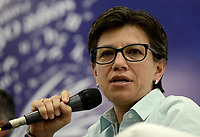 "BOGOTÁ -COLOMBIA. 01-04-2017. Claudia Lopez, política colombiano, durante el lanzamiento del libro: ""La desigualdad como norma, reforma tributaria 2016"" como parte de la versión 30 de la Feria Internacional del Libro de Bogotá tiene este año como país invitado de honor a Francia y ofrecerá una programación diversa destinada a todos los públicos de la FILBo y es el evento de promoción de la lectura y la industria editorial más importante en Colombia. / Claudia Lopez, Colombian politician, during the launching of the book:  ""La desigualdad como norma, reforma tributaria 2016"" as a part of the 30th version of the International Book Fair in Bogota that has this year as a country guest to France and offers a diverse program aimed to all public of FILBo and is the most important event to promote the reading and the editorial industry in Colombia. Photo: VizzorImage/ Gabriel Aponte / Staff"