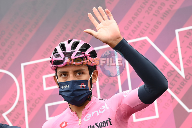 Race leader Maglia Rosa Egan Bernal (COL) Ineos Grenadiers at sign on before the start of Stage 14 of the 2021 Giro d'Italia, running 205km from Cittadella to Monte Zoncolan, Italy. 22nd May 2021.  <br /> Picture: LaPresse/Gian Mattia D'Alberto   Cyclefile<br /> <br /> All photos usage must carry mandatory copyright credit (© Cyclefile   LaPresse/Gian Mattia D'Alberto)