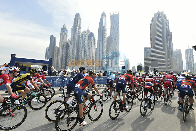The start of Stage 2 The  Ras Al Khaimah Stage of the Dubai Tour 2018 the Dubai Tour's 5th edition, running 190km from Skydive Dubai to Ras Al Khaimah, Dubai, United Arab Emirates. 7th February 2018.<br /> Picture: LaPresse/Fabio Ferrari | Cyclefile<br /> <br /> <br /> All photos usage must carry mandatory copyright credit (© Cyclefile | LaPresse/Fabio Ferrari)