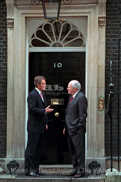 Vice President Cheney: Meeting with Prime Minister Tony Blair and Dep. Prime Minister Prescott, 10 Downing St.  London, England.   .Used for Photos of Note March 10 - 12, 2002.  PON.Standing in front of Prime Minister Tony Blair's residence, Number 10 Downing Street, Vice President Dick Cheney shares some final words before departing London March 11. .Released to National Journal .Used in OVP 2002 Christmas Slide Show.WEB .WEST WING JUMBO