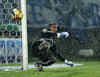 BOGOTA - COLOMBIA -07 -12-2013: Dayro Moreno, jugador de Millonarios anota gol a Jose Fernando Cuadrado portero del Once Caldas en durante del partido por la fecha 6 de los cuadrangulares semifinales de la Liga Postobon II-2013, jugado en el estadio Nemesio Camacho El Campin de la ciudad de Bogota. / Dayro Moreno, player of Millonarios scored a goal to Juan Fernando Cuadrado, goalkeeper of Once Caldas during a match for the 6 date of the quadrangular semifinals of the Postobon Leaguje II-2013 at the Nemesio Camacho El Campin Stadium in Bogota city, Photo: VizzorImage  / Luis Ramirez / Staff.