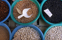 Europe/Espagne/Baléares/Minorque/Ciutadella : Etal de légumes secs