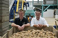 CROATIA, Belica, potato farming at Dodlek Agro / KROATIEN, Belica, Kartoffelanbau bei Familienbetrieb Dodlek Agro, links , rechts Andrija Dodlek