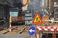 - Milan, street yard on the tramway net in historical downtown....- Milano, cantiere stradale sulla rete tranviaria in centro storico