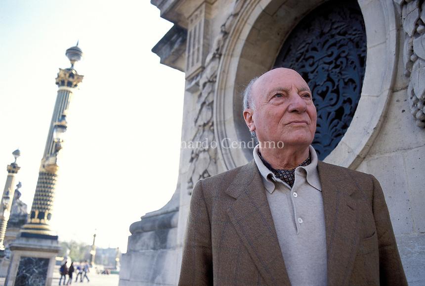Raffaele La Capria (born 8 October 1922) is an Italian novelist and screenwriter, known especially for the three novels which were collected. Paris 3 Avril 2002. © Leonardo Cendamo