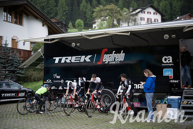 Team Trek-Segafredo training on the rollers outside the team hotel due to bad weather during the 3rd restday of the 99th Giro d'Italia 2016