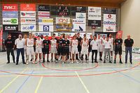 ION WAREGEM - KORTRIJK SPURS :<br /> beide teams voor aanvang van de streekderby<br /> <br /> Foto VDB / Bart Vandenbroucke