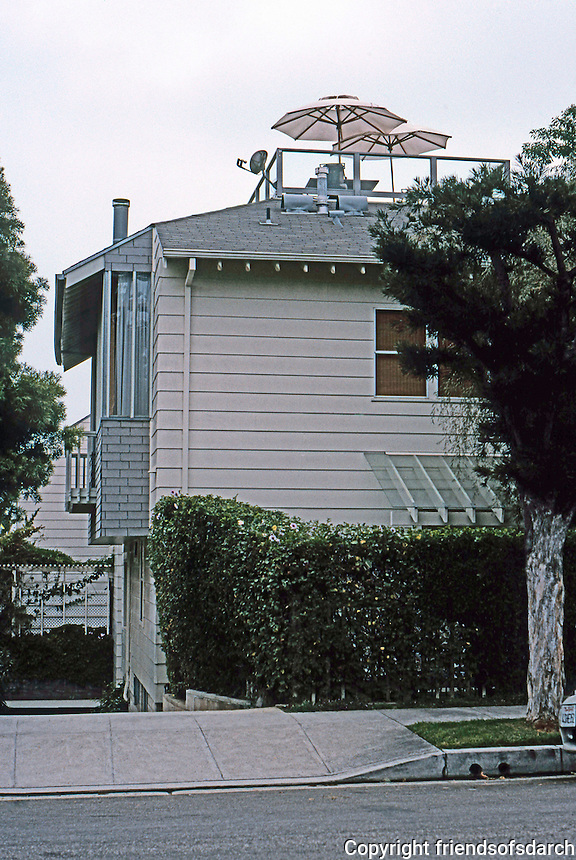 Koning Eizenberg: 2226 Townhouses, 2226 6th St., Santa Monica. 1991-92.  Photo '04.