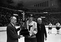 Guy Lafleur recoit un trophee<br /> le 19 mars 1971<br /> <br /> Photographe : Photo Moderne<br /> - agence Quebec Presse