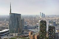 - Milano, veduta dalla terrazza panoramica del palazzo Regione Lombardia, i grattacieli Unicredit e Bosco Verticale <br /> <br /> - Milan, view from the rooftop terrace of the Lombardy Region building, the Unicredit and Vertical Forest skyscrapers