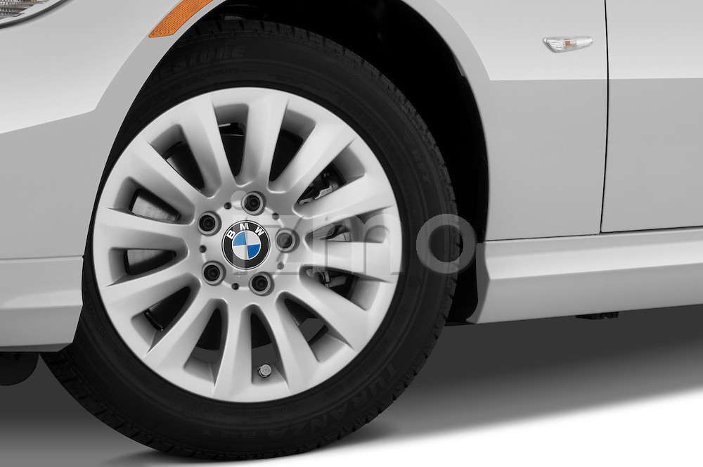 Tire and wheel close up detail view of a 2009 bmw 3 series wagon 328