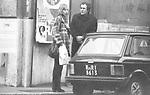 BERNARDO BERTOLUCCI CON LA MOGLIE CLARE PEPLOE<br /> ROMA 1979