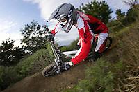 Will Longden , Team MBUK / Santa Cruz.riding downhill at Pacifica , near San Francisco California , March 2006.pic copyright Steve Behr / Stockfile