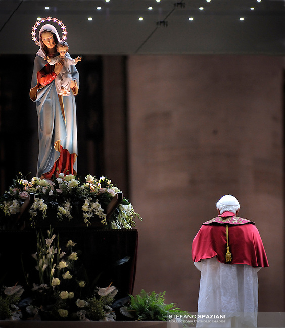 Pope Benedict XVI celebrates a mass for the end of the Month of Mary in Saint Peter's square at the Vatican May 31, 2008.