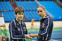 Moskou, Russia, Februari 3, 2016, Fed Cup Russia-Netherlands,  Practise Dutch team,  Team Dockter Babette Pluim is treating Arantxa Rus   <br /> Photo: Tennisimages/Henk Koster