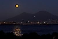 Napoli regala una splendida serata per gli innamorati