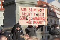 """Etwa 1.000 Menschen kamen am Sonntag den 8. Februar 2015 in Dresden zu einer Kundgebung der Pegida-Abspaltung """"Direkte Demokratie fuer Europa"""" DDfE. Angemeldet hatten die Veranstalter eine Versammlung mit 5.000 Menschen. Die Redner rechtfertigten die Abspaltung von Pegida mit politischen Differenzen, wenngleich sie indirekt dazu aufriefen sich am kommenden Tag an der Pegida-Veranstaltung zu beteiligen. In den Reden wurde sich u.a. ueber die Fluechtlingspolitik in Deutschland und ueber eine """"mangelnde Einbeziehung des Volkes"""" in politische Entscheidungen beklagt.<br /> Im Bild: Hooligans des SG Dynamo Dresden halten ein Plakat gegen das ehem. Pegida-Gruendungsmitglied Kathrin Oertel - """"Wer sein Wort bricht, verliert seine Glaubwuerdigkeit fuer immer!!"""".<br /> 8.2.2015, Dresden<br /> Copyright: Christian-Ditsch.de<br /> [Inhaltsveraendernde Manipulation des Fotos nur nach ausdruecklicher Genehmigung des Fotografen. Vereinbarungen ueber Abtretung von Persoenlichkeitsrechten/Model Release der abgebildeten Person/Personen liegen nicht vor. NO MODEL RELEASE! Nur fuer Redaktionelle Zwecke. Don't publish without copyright Christian-Ditsch.de, Veroeffentlichung nur mit Fotografennennung, sowie gegen Honorar, MwSt. und Beleg. Konto: I N G - D i B a, IBAN DE58500105175400192269, BIC INGDDEFFXXX, Kontakt: post@christian-ditsch.de<br /> Bei der Bearbeitung der Dateiinformationen darf die Urheberkennzeichnung in den EXIF- und  IPTC-Daten nicht entfernt werden, diese sind in digitalen Medien nach §95c UrhG rechtlich geschuetzt. Der Urhebervermerk wird gemaess §13 UrhG verlangt.]"""