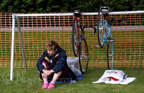20 JUL 2008 - MANLEY, UK - A competitor prepares herself for the race ahead - Deva Divas Triathlon. (PHOTO (C) NIGEL FARROW)