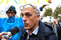 October 29 2017, Paris, France. Demonstration about Violence against Women. The Politician Philippe Poutou was present to support the protesters. # MANIFESTATION CONTRE LES VIOLENCES FAITES AUX FEMMES A PARIS