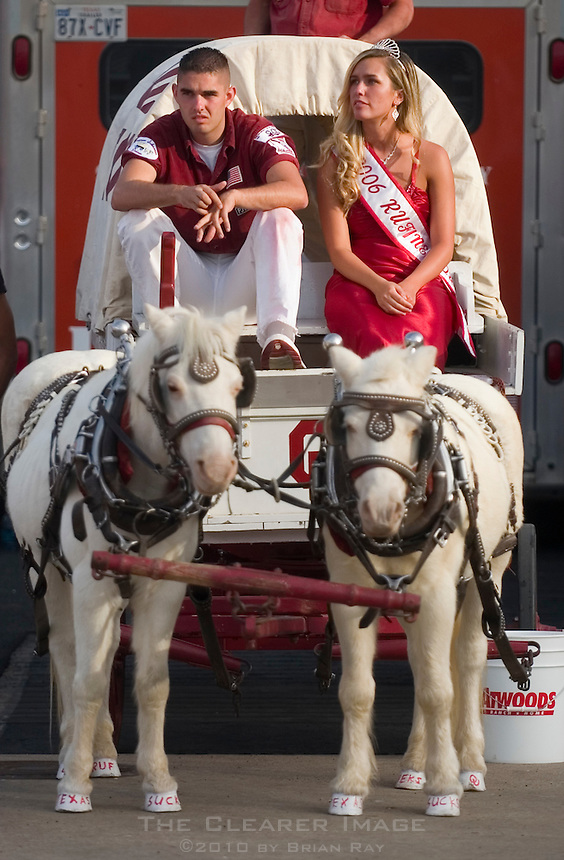 07 October 2006: The Oklahoma Rufneck driver, left, and Rufneck Queen, right, appear to be disappointed by the Sooners' impending defeat during the fourth quarter of the Longhorns 28-10 victory over the University of Oklahoma Sooners at the Cotton Bowl in Dallas, TX.