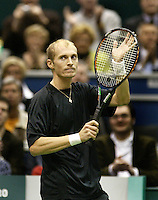 24-2-06, Netherlands, tennis, Rotterdam, ABNAMROWTT, Nikolay Davydenko defeats  Daniele Bracciali and thanks the public