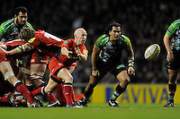 Peter Stringer of Saracens passes during the Aviva Premiership match between Harlequins and Saracens at Twickenham on Tuesday 27 December 2011 (Photo by Rob Munro)