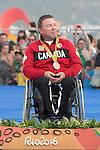 Scott Lutes, Rio 2016 - Para Sailing // Voile adapteé.<br /> Scott Lutes receives his bronze medal for the 3-Person Keelboat (Sonar) // Scott Lutes reçoivent son médaille de bronze pour le quillard 3 personnes (Sonar). 17/09/2016.
