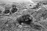 - Esercitazioni NATO in Germania, Settembre 1984, militari inglesi in tenuta NBC<br /> <br /> - NATO exercises in Germany, September 1984, British soldiers in NBC clothing