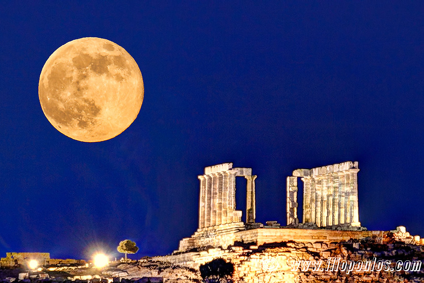 The fullmoon at the temple of Poseidon (448–440 B.C.) in Sounio, Greece