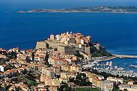 Blick auf Calvi von Notre Dame de la Serra bei Calvi, Korsika, Frankreich